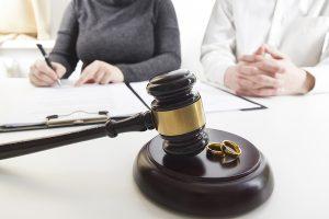 Couple undertaking a divorce procedure