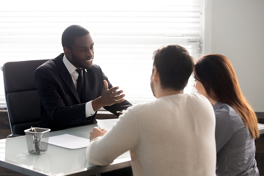 Best family lawyer in Sydney meeting a client